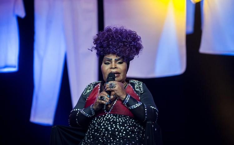 A cantora Elza Soares no 27º Prêmio da Música Brasileira, no Rio de Janeiro, antes da premiação. (Foto Ricardo Borges/Folhapress)