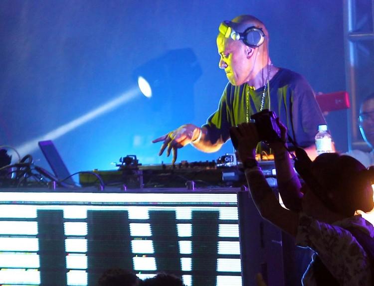 Apresentação do DJ KL Jay, em 2014, na praça das Artes, no centro de São Paulo