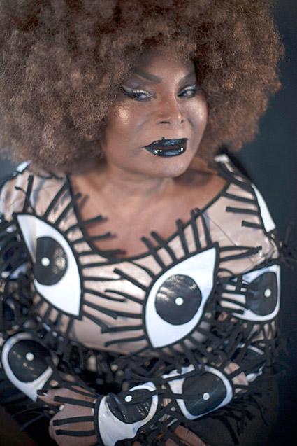 A cantora Elza Soares, que lança agora o LP 'A Mulher do Fim do Mundo'